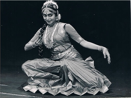 Shantha Ratii while performing