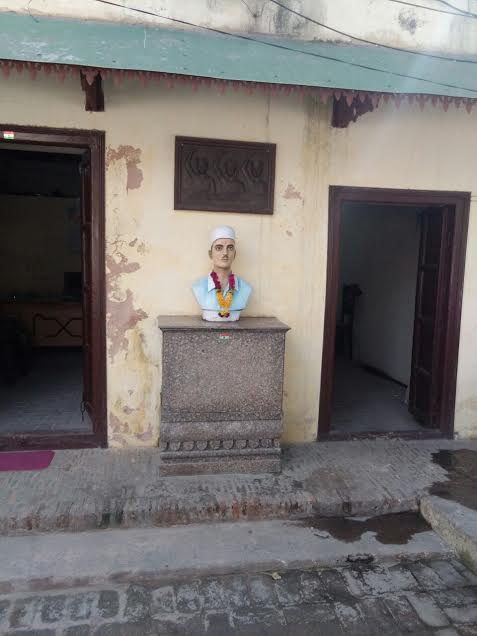Bust of Sukhdev Thapar kept in the courtyard of his ancestral house in Ludhiana.