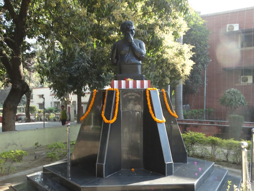 Statue of Chandra Shekhar Azad installed in the campus of Allahabad Museum.