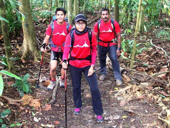 Three young Singaporeans comprising of Jeremy Tong, Nur Yusrina Ya'akob and Dr. Arjunan Sarvana Pillai will climb Mount Everest.