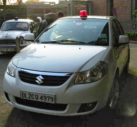 India bars officials from using beacon lights on cars