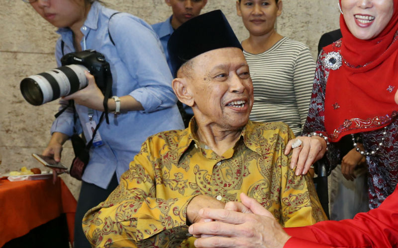 Othman Wok was one of the founding members of independent Singapore who died at the age of 92 years.