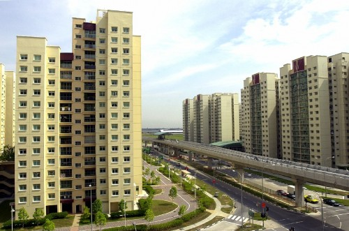 resale prices of Housing and Development Board (HDB) flats have fallen by 0.5 per cent in the first quarter