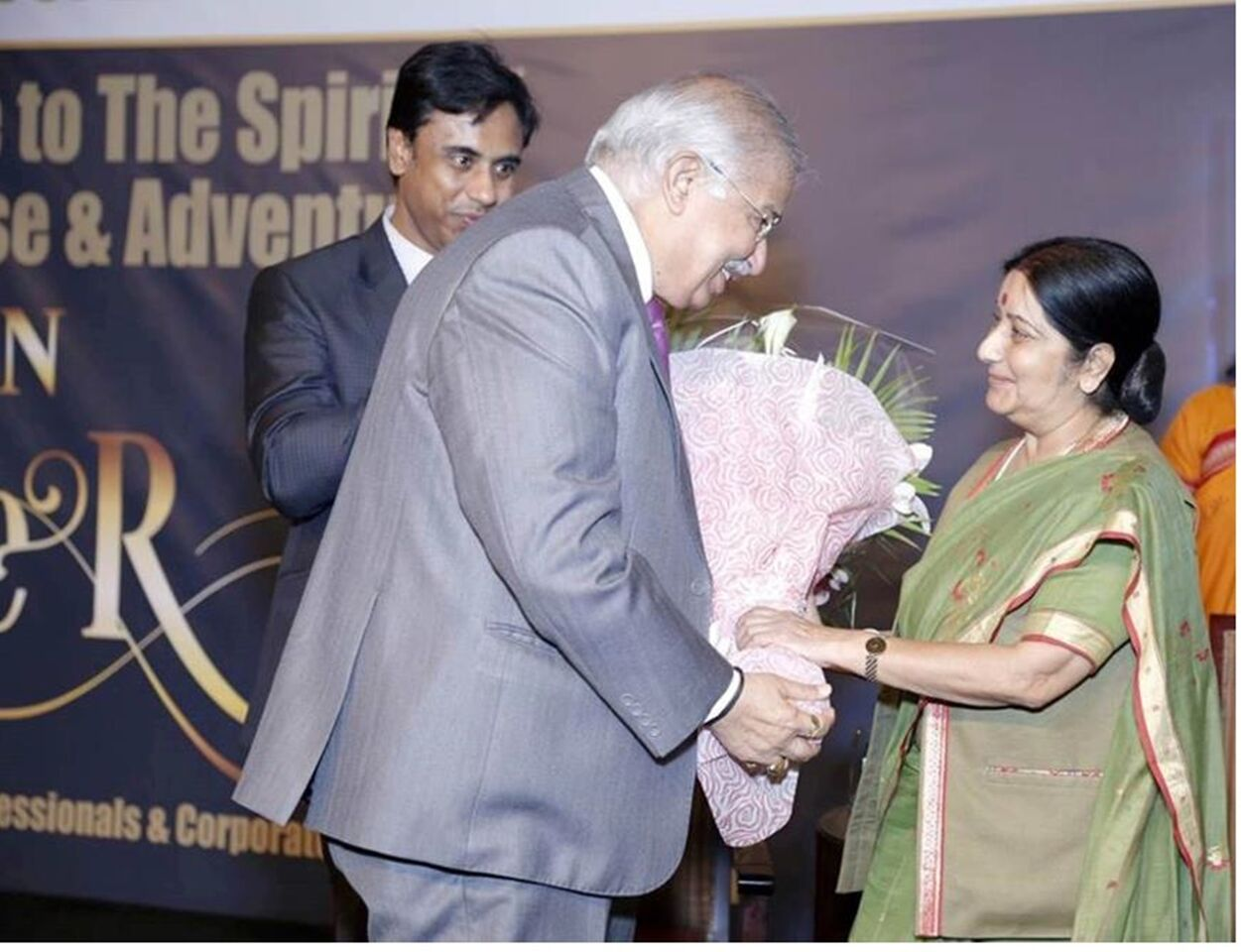 Indian Minister of External Affairs Sushma Swaraj being  welcomed by Dr. Ram  Buxani  during  the official launch of the book 'The Indian Super 100' in Dubai.