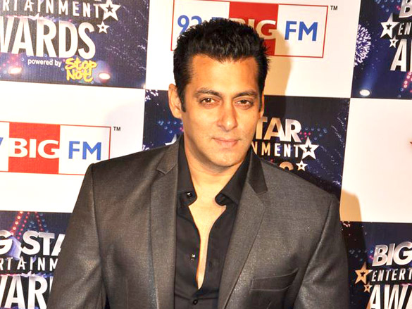 Did You Spot Shah Rukh Khan In Salman Khan's 'Tubelight' Teaser?