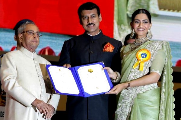 Sonam Kapoor (extreme right) while receiving the national Award from the President of India, Pranab Mukherjee (left)