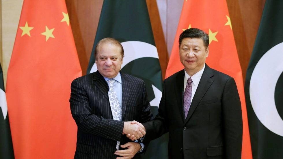Pakistan PM Nawaz Sharif (left) with China Premier Xi Jinping.