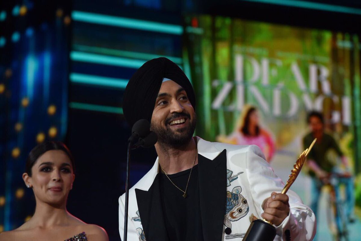 Diljit Dosanjh with his award.