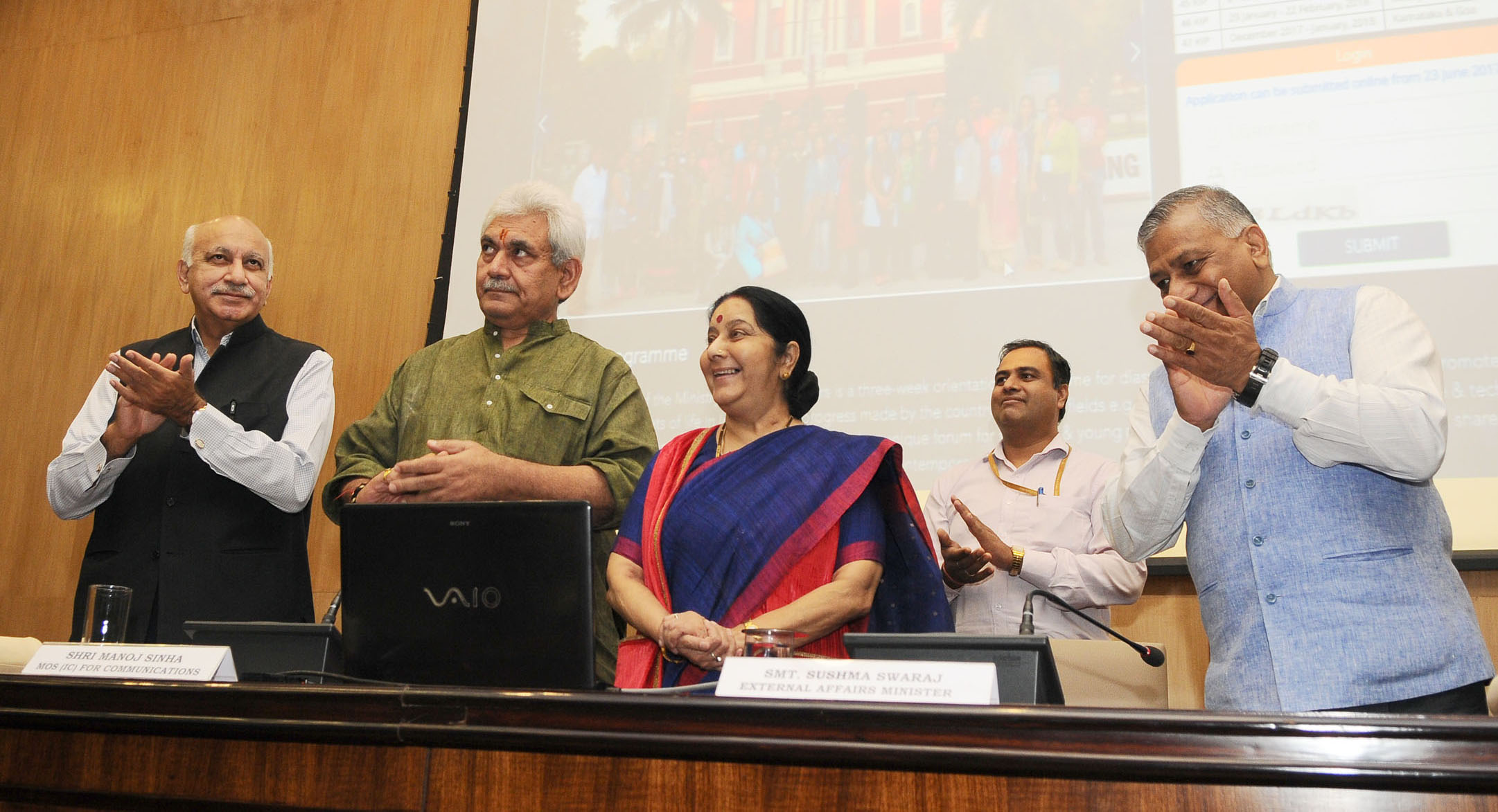 The Minister for External Affairs Sushma Swaraj at the inaugural of Know India Programme Portal and Post Office Passport Seva Kendra in New Delhi recently. Also seen are the Minister of State for Communications and Railways, Manoj Sinha (2nd Right) and the Ministers of State for External Affairs, General Dr. V K Singh (Right) and M J Akbar (Left).