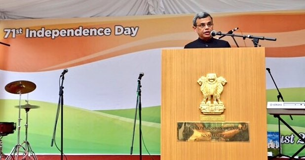 High Commissioner Jawed Ashraf addresses the gathering of Indian expats at the HCI, Singapore.