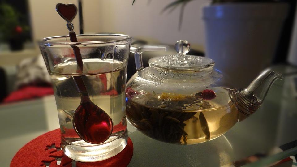 Drinking healthy varieties of tea has many health benefits.