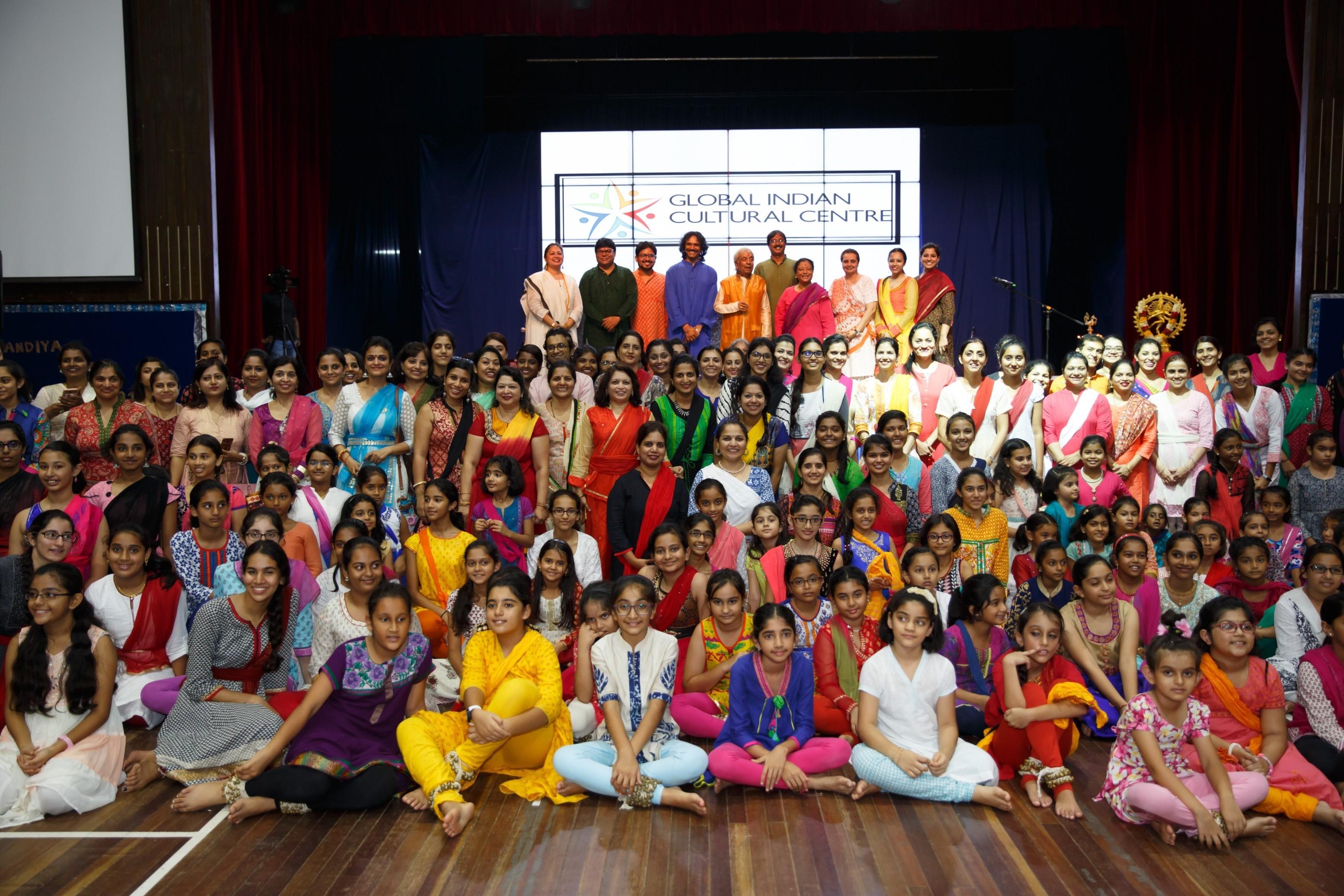 Pandit Birju Maharaj and his workshop participants in Singapore.