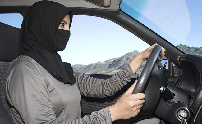 Senior Saudi clerics support decision to end driving ban