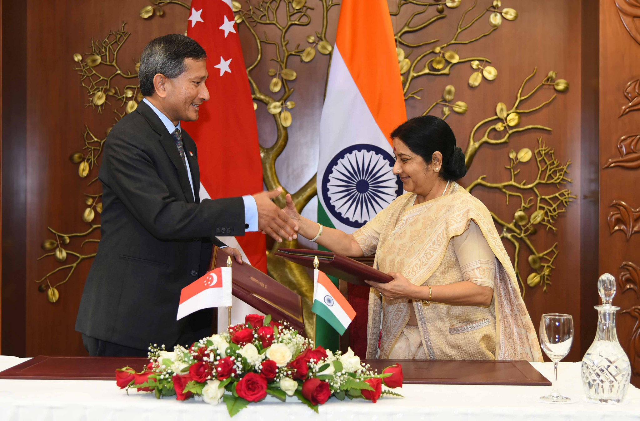 Sushma Swaraj with Dr. Vivian Balakrishnan, Singapore's Minister for Foreign Affairs on 12 October 2015 Photo courtesy: Press Information Bureau/MEA