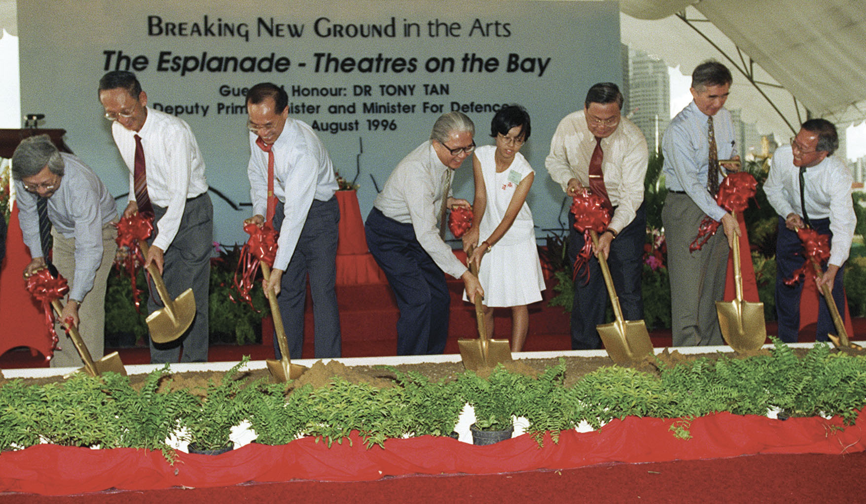 Esplanade's Groundbreaking Ceremony on 11 August 1996. (from left: Steering committee members architect Raymond Woo, Tan Swan Beng of the PUblic Works Department, then Minister for Information and the Arts George Yeo, then Deputy Prime Minister Tony Tan helped by Nanyang High SChool's Ong Ee Sin, then Singapore Arts Centre chairman Robert Iau, then National Arts Council Chairman Liu Thai Ker and DP Architects' Koh Seow Chuan. Photo courtesy: Esplanade - Theatres on the Bay