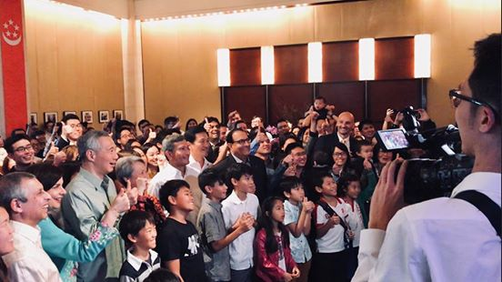 PM Lee Hsien Loong meeting Singaporeans during a reception held in his honour at the Singaporean embassy in Washington.