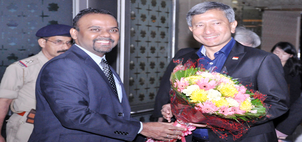 Singapore's Minister for Foreign Affairs Dr Vivian Balakrishnan being welcomed on his arrival at New Delhi. Photo courtesy: MEA