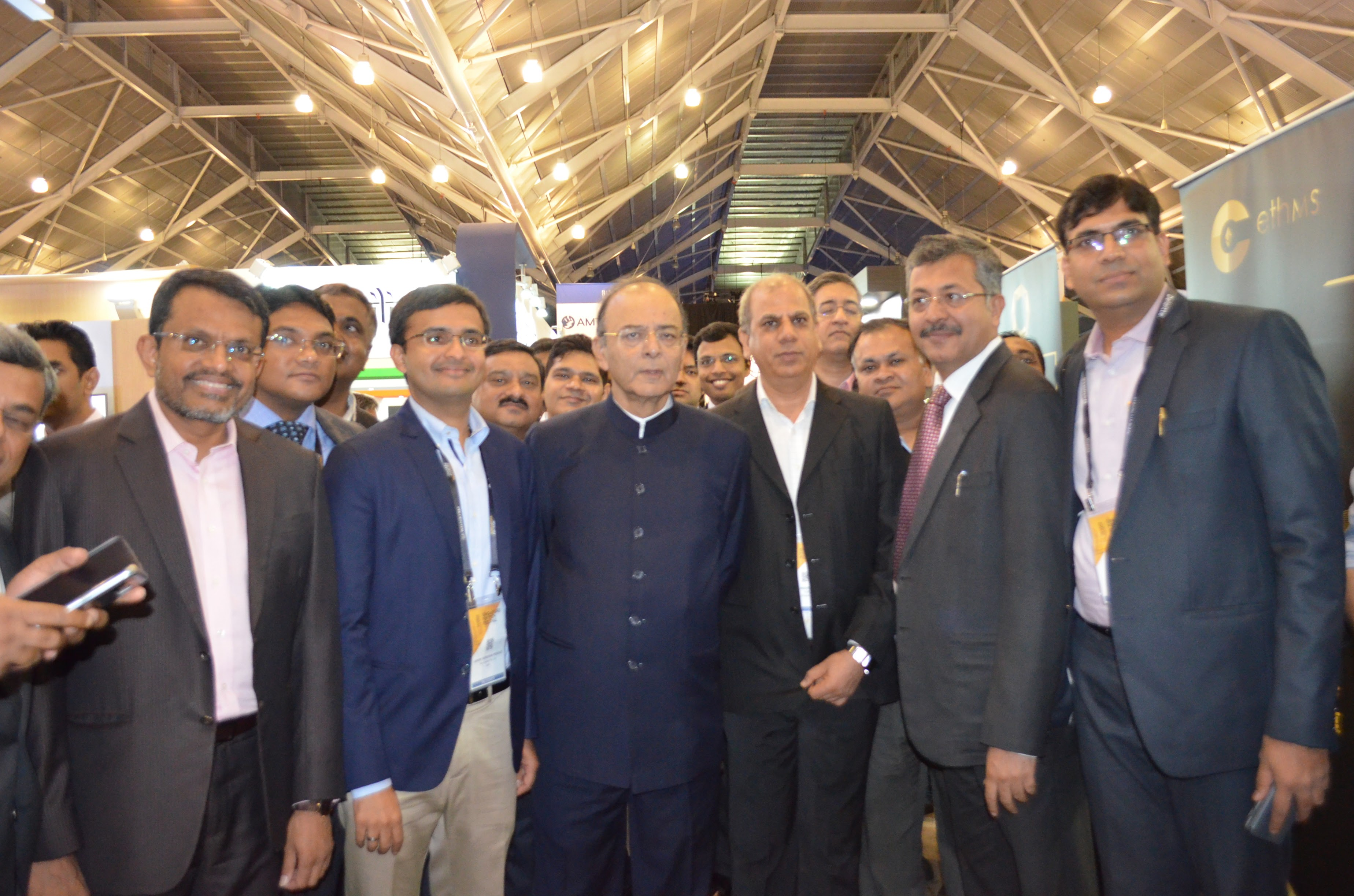 Managing Director of MAS, Ravi Menon (extreme left) along with Indian Finance Minister Arun Jaitley at the Singapore Fintech Festival.