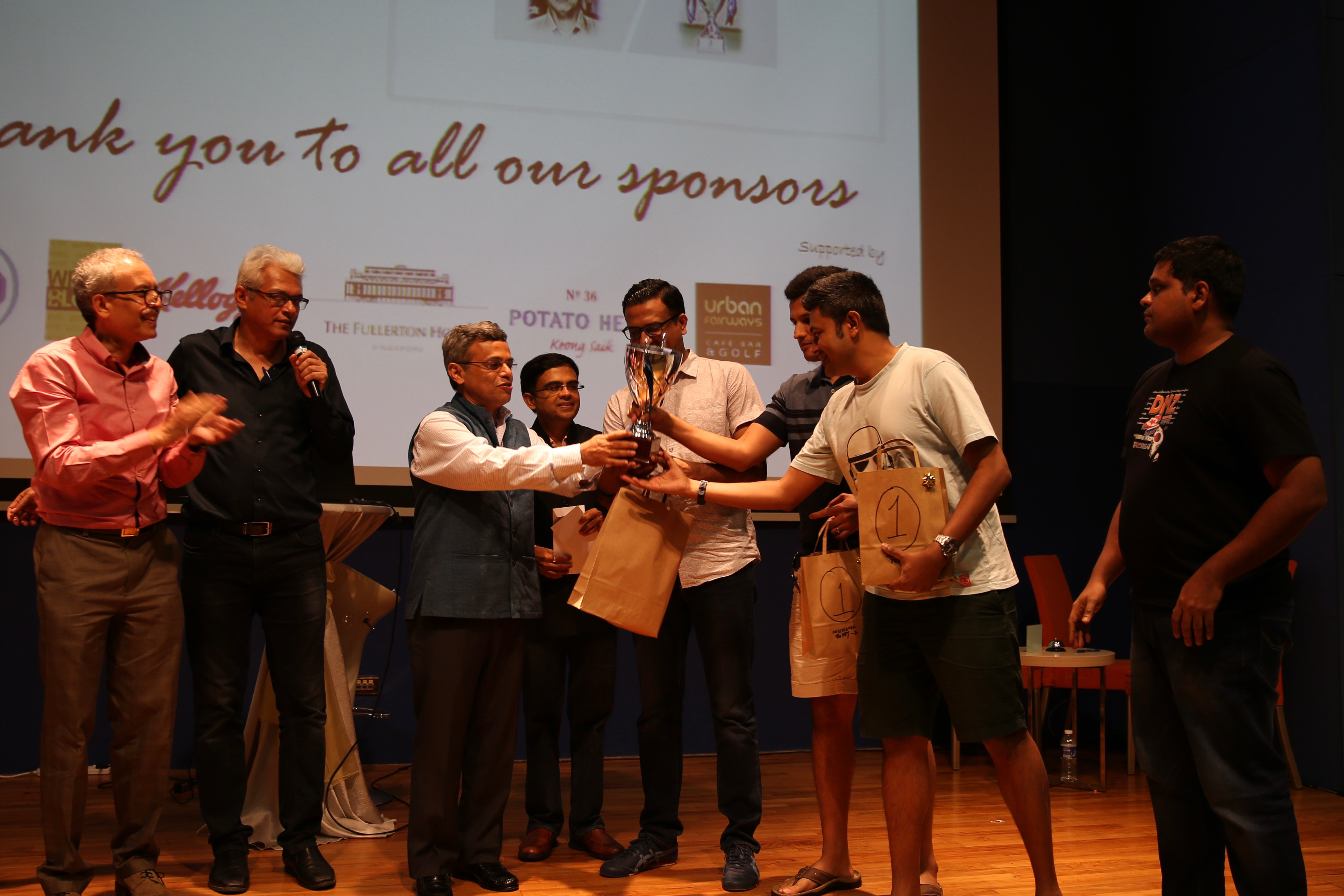 HE Jawed Ashraf, High Commissioner of India, Singapore, presenting the trophy to team Instant Noodles, winners of Mind aMaze 2017.