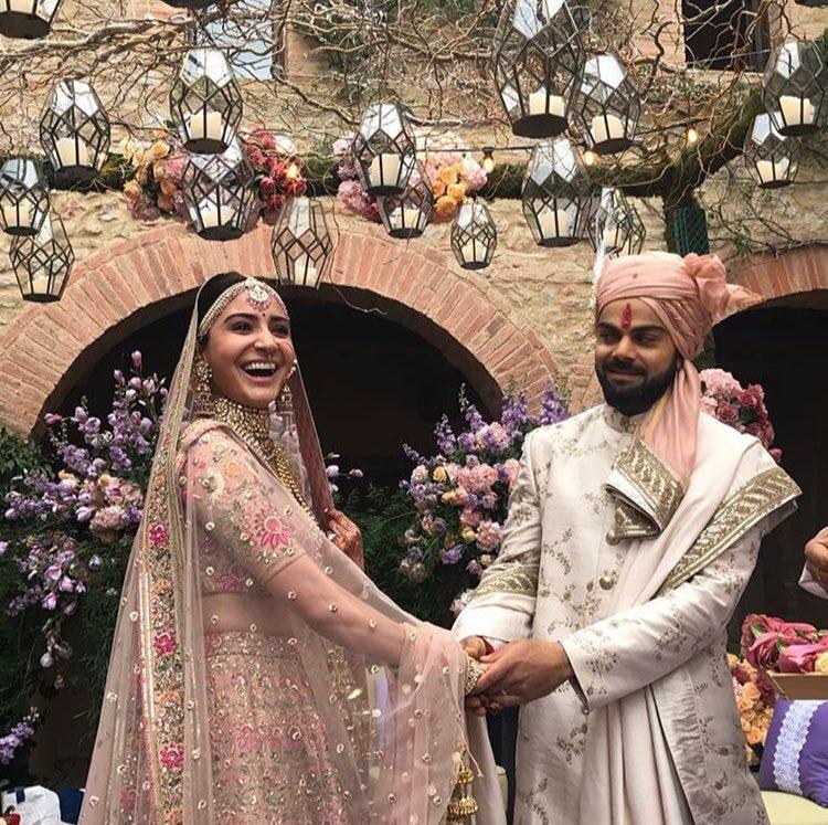 Bollywood congratulates Virat-Anushka