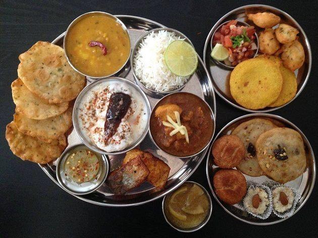 The state's thali has mouth-watering dishes such as chhilka, dhuska, kurthi daal, red rice, lal saag, dehati chicken, dudh peetha, sattu ka parantha, ghugni, litti chokha, balushahi etc