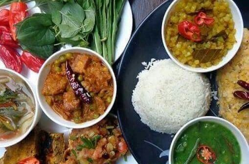 Tomatoes, red chilli chutney, rice, meat dish, steamed organic vegetables and fermented products such as cheese and soy beans make the mouthwatering thali