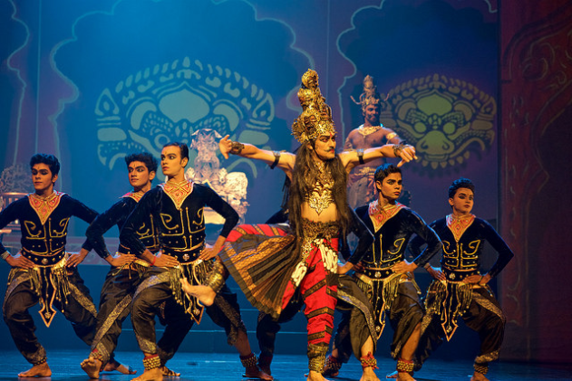 The demon king Ravana dances ferociously along with his soldiers as he prepares for a full fledged war with Lord Ram. Local artist from Singapore Osman Abdul Hamid performs the role of Ravana.