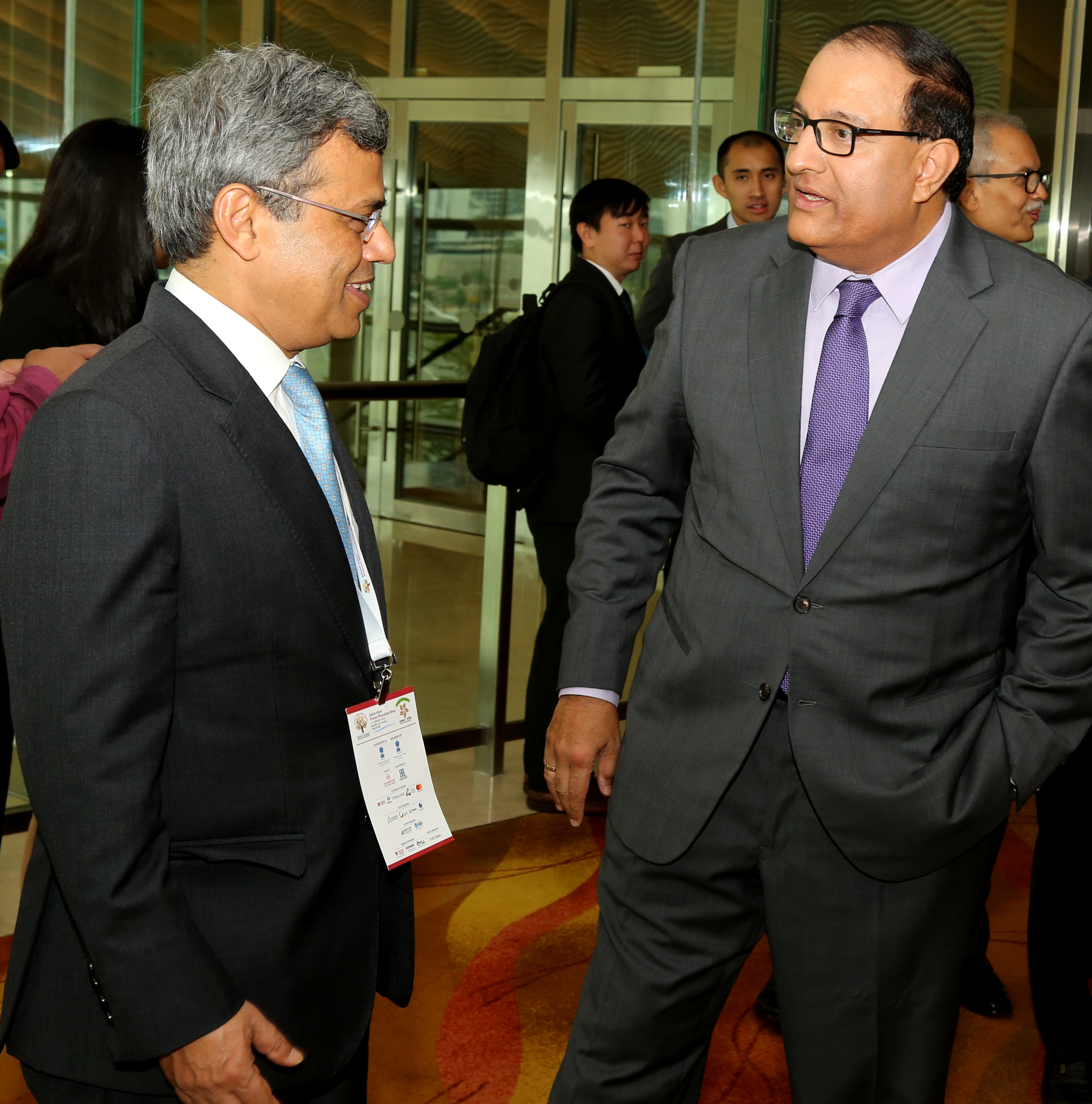 S Iswaran, Minister for Trade and Industry (left) with Jawed Ashraf, High Commissioner of India to Singapore at the ASEAN India Pravasi Bharatiya Divas