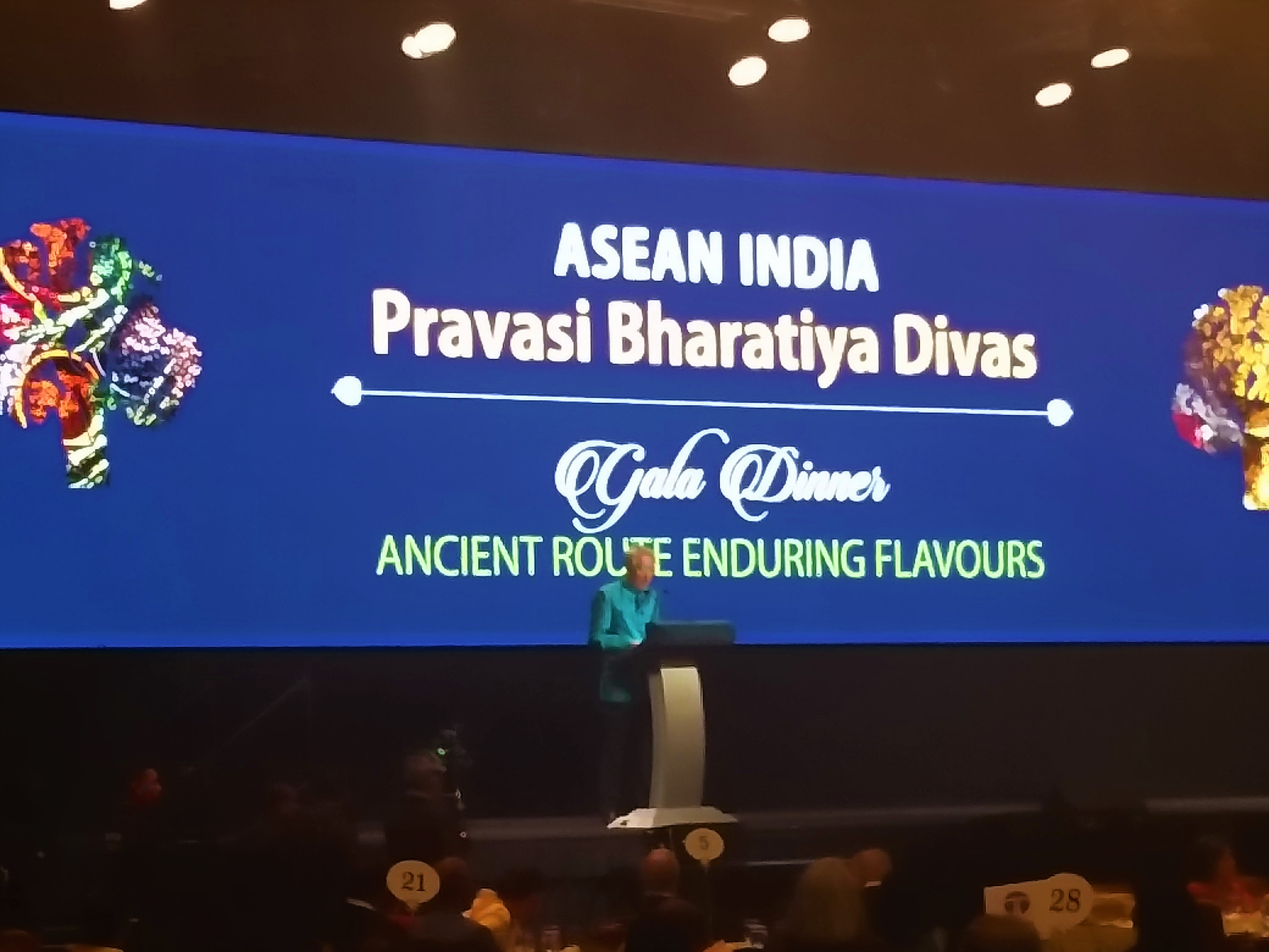 Singapore Deputy Prime Minister Teo Chee Hean addresses a gathering of Indian diaspora during the gala dinner at the ASEAN India Pravasi Bharatiya Divas.