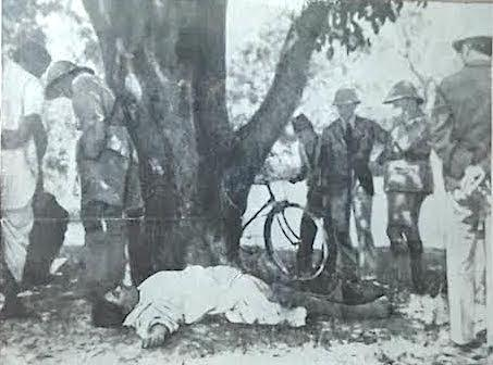 Photograph of the dead body of Chandra Shekhar Azad surrounded by British police force being kept at Allahabad museum.