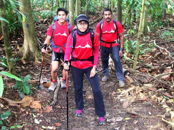 Three young Singaporeans comprising of Jeremy Tong, Nur Yusrina Ya'akob and Dr. Arjunan Sarvana Pillai will climb Mount Everest.