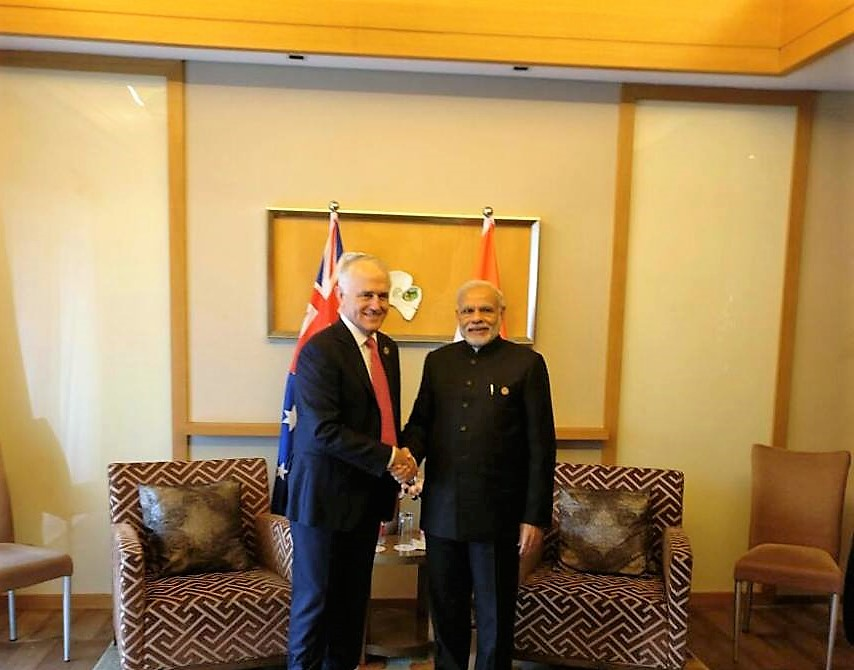 Indian Prime Minister Narendra Modi with his Australian counterpart Malcolm Turnbull (L).