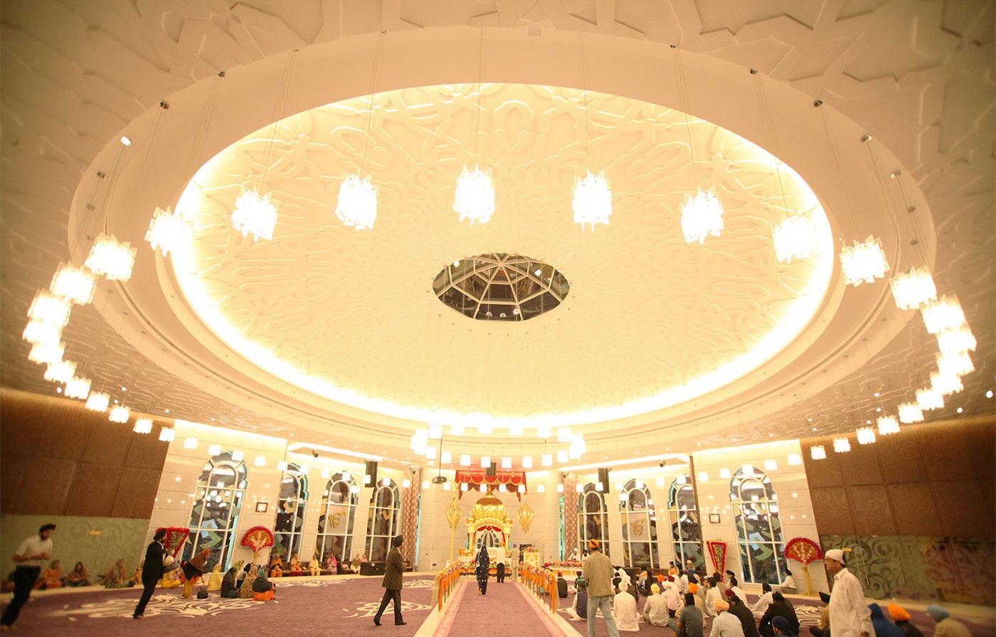 Interior architecture of Gurdwara Guru Nanak Darbar.
