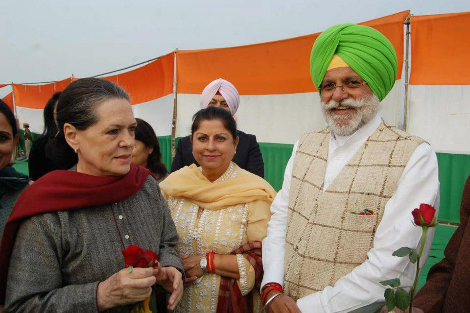 Punjab Power and Irrigation Minister Rana Gurjeet Singh (right) with Indian National Congress president Sonia Gandhi.