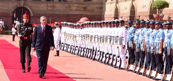 President Erdogan inspecting the guard of honour at Rashtrapati Bhavan in New Delhi.