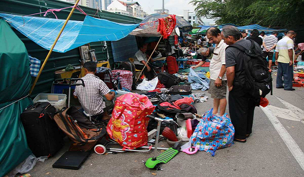 Sungei Road market is the oldest and largest flea market of Singapore.