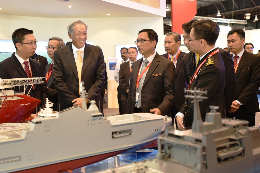 Dr Ng being briefed at the ST Engineering booth during his Exhibition Hall tour.