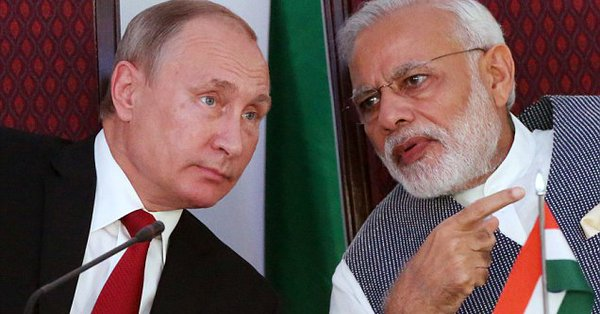 Indian PM Narendra Modi (right) with Russian President Vladimir Putin.