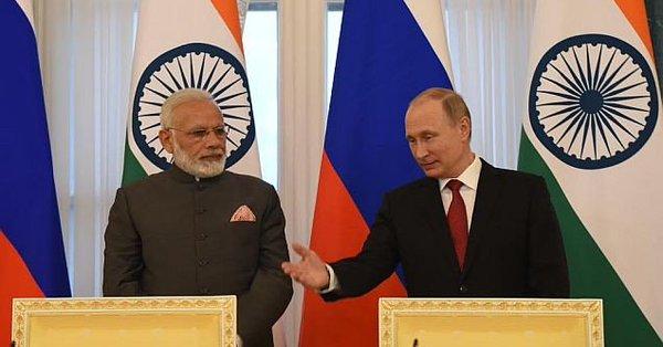 Indian PM Narendra Modi (left) with Russia President Vladimir Putin.