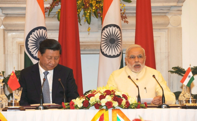 Indian Prime Minister Narendra Modi (right) with China Premier Xi Jinping. Photo courtesy: Wikimedia