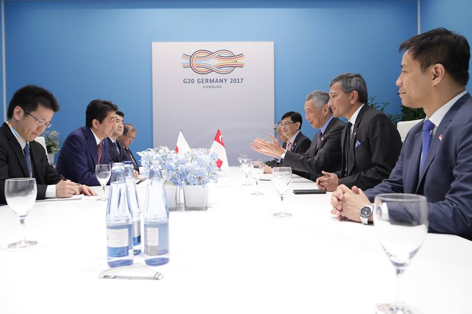 PM Lee, Finance Minister Heng Swee Keat and Foreign Minister Vivian Balakrishnan with Japanese PM Shinzo Abe. Photo courtesy: MCI Kenji Soon