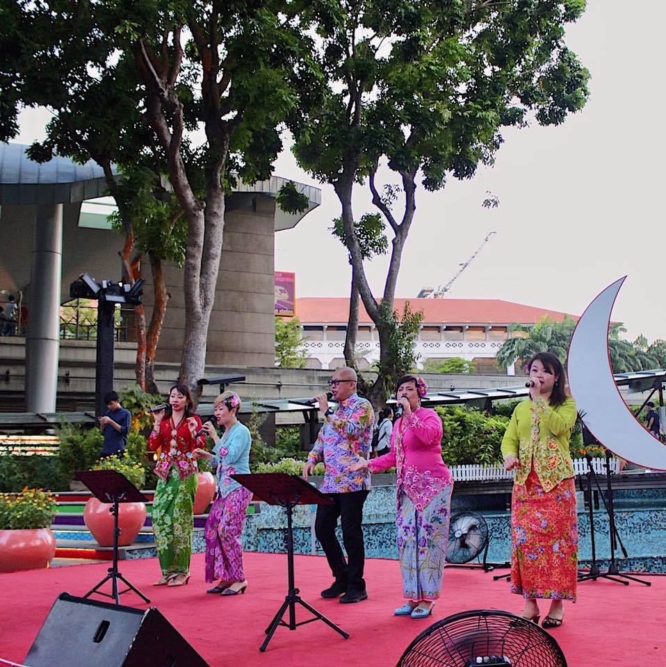 Local singing act Peranakan Sayang. Photo courtesy: Sentosa FB