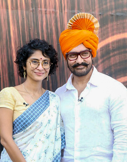 Aamir Khan & Kiran Rao promote Paani Foundation on the sets of Marathi program Chala Hawa Yeu Dya in 2017.