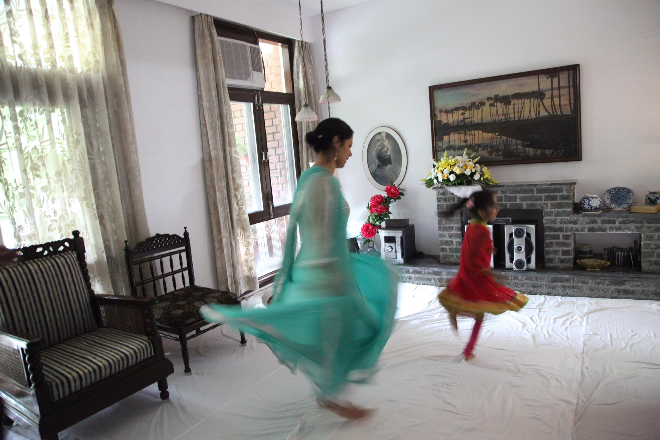 Tripta Singh doing Kathak with her daughter Kyrah. Photo courtesy: Tripta Singh