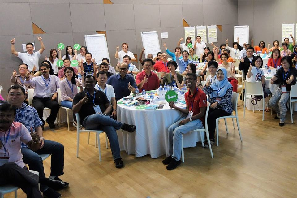 Deputy Prime Minister Shanmugaratnam Tharman and other guests at a SkillsFuture Advice workshop, a community outreach initiative to help more Singaporeans understand the importance of skills upgrading and career planning.