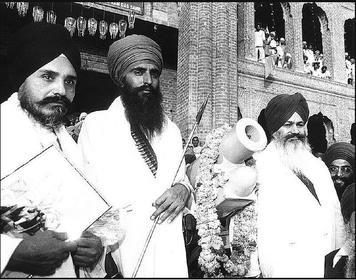 Jarnail Singh Bhindranwale (centre)