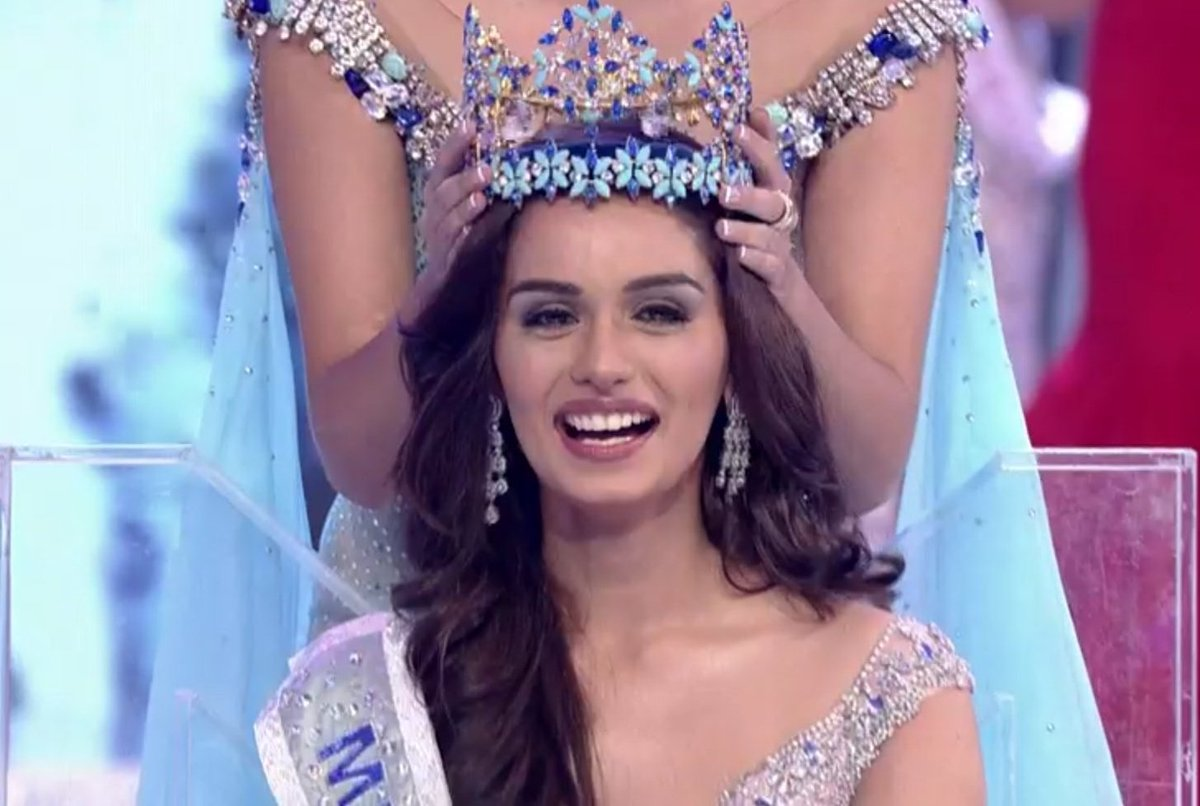 Manushi Chhillar being crowned as Miss World 2017.