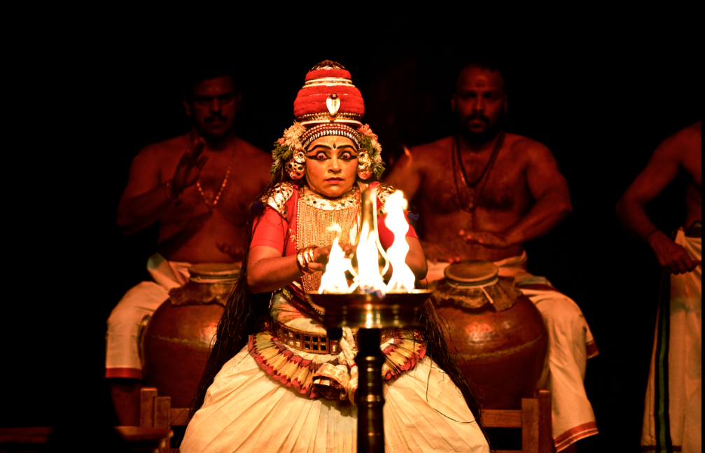 One of the few dance forms that fall under this ancient dance tradition is Nangiar Koothu, a solo narrative art form performed by females, known for its expressions of the eyes.