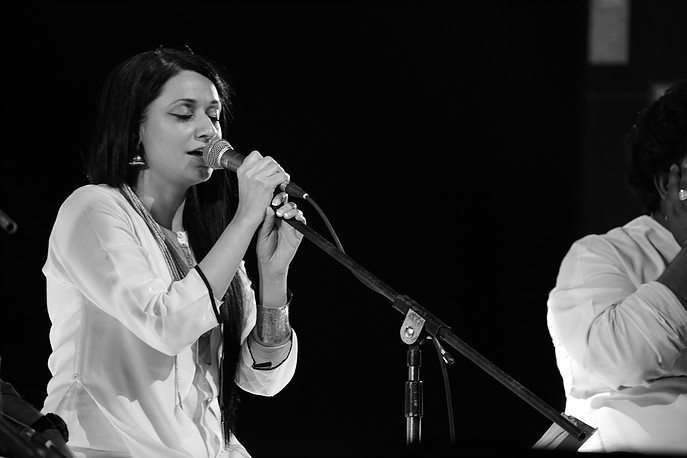 Sonam Kalra is gifted with a beautiful and powerful voice that literally takes audience to a different world.