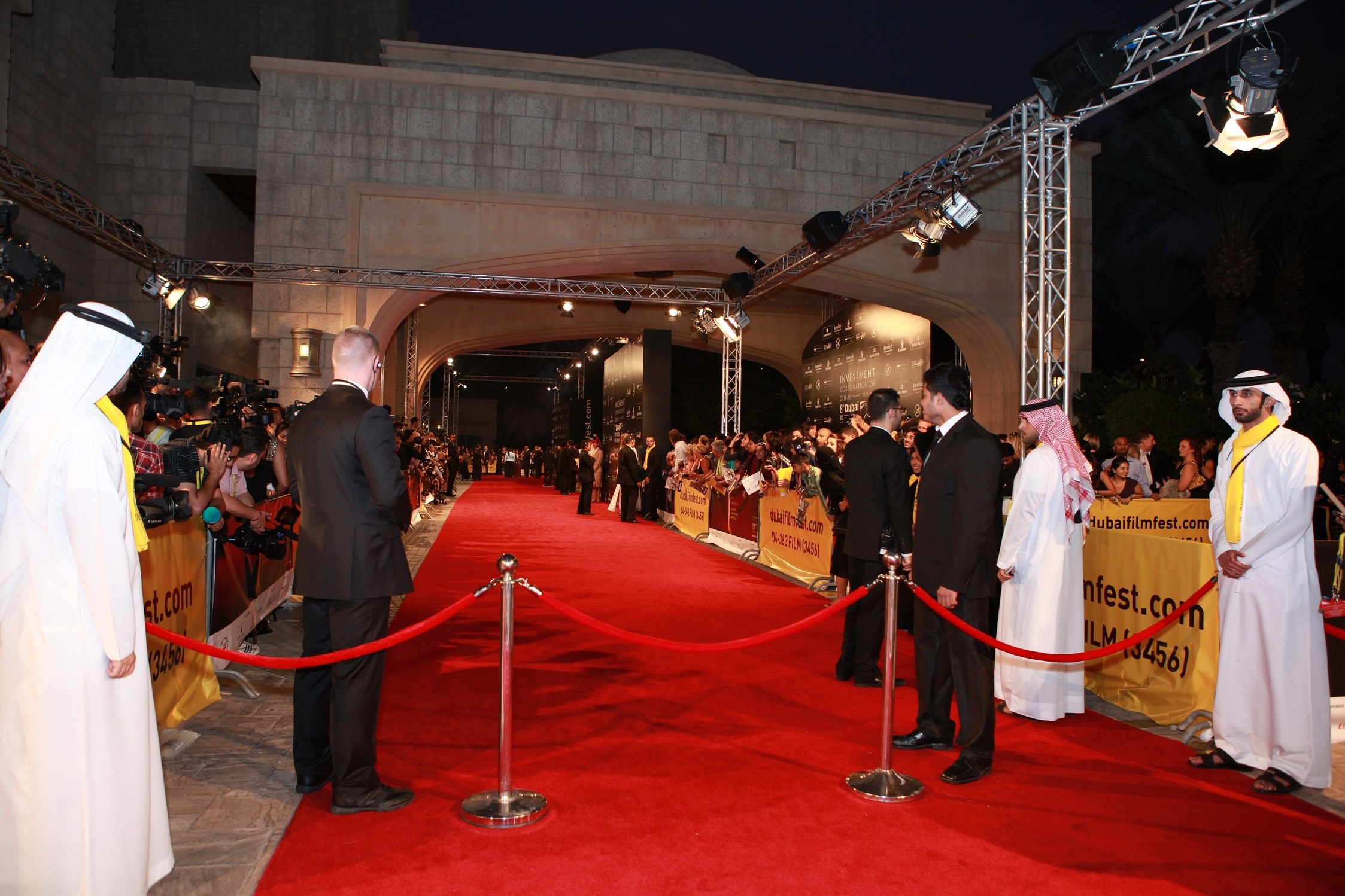 Twitter will give round-the-clock insights sharing all the glitz and glamour from the red carpet.